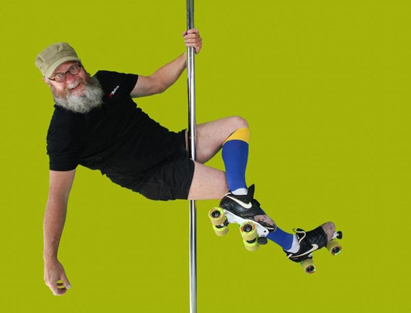 55岁大叔沉迷钢管舞 姿势优美