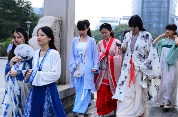 杭州高校美女穿汉服宣传G20 高颜值引围观