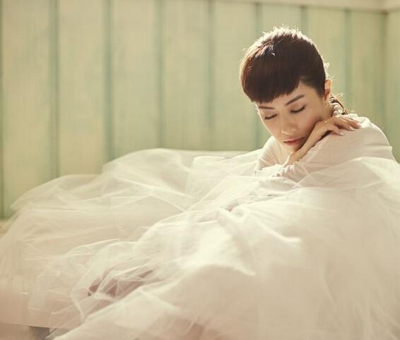 38岁玉女徐怀钰重返歌坛 穿婚纱美似少女