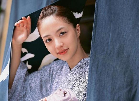 日本清纯美少女逢泽莉娜和服写真