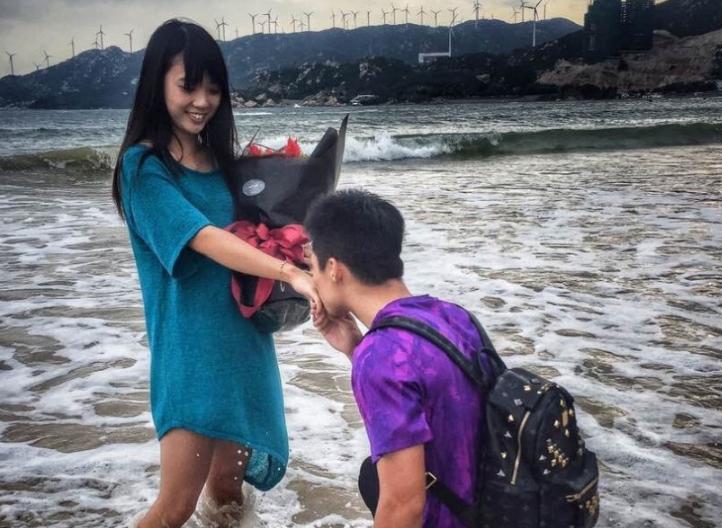 苏炳添海边求婚