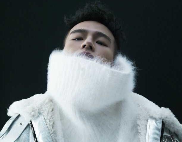 欧豪冬日时尚大片曝光 艺术与未来融合夺眼球