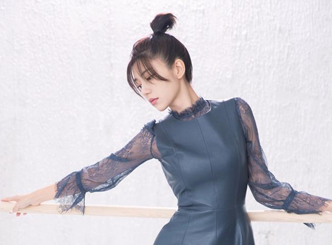 郭雪芙为杂志拍摄舞者写真 天生衣架行走画报