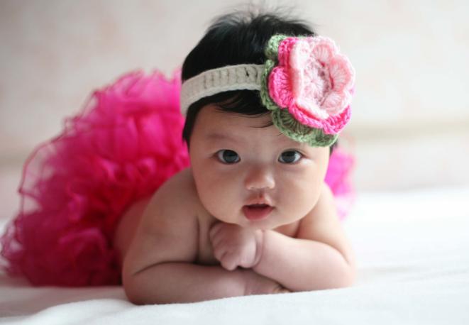 阿拉蕾婴儿照曝光 大眼短发似男娃萌化了