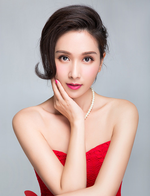 组图:杨恭如新年大片曝光 优雅大气冻龄女神