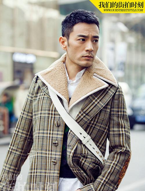 李光洁裹格纹大衣出街 诠释冬日街头型男元素