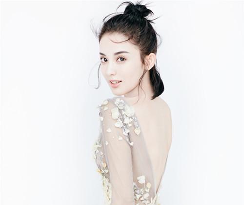 娜扎登封面撩人心弦 鲜活少女演绎纯净美好