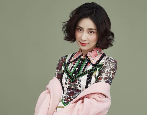 贾青最新时尚大片 复古冷艳玩转风格时尚