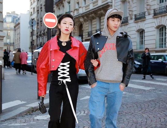 杨廷东现身巴黎时装周 卫衣棒球帽演绎别样酷帅