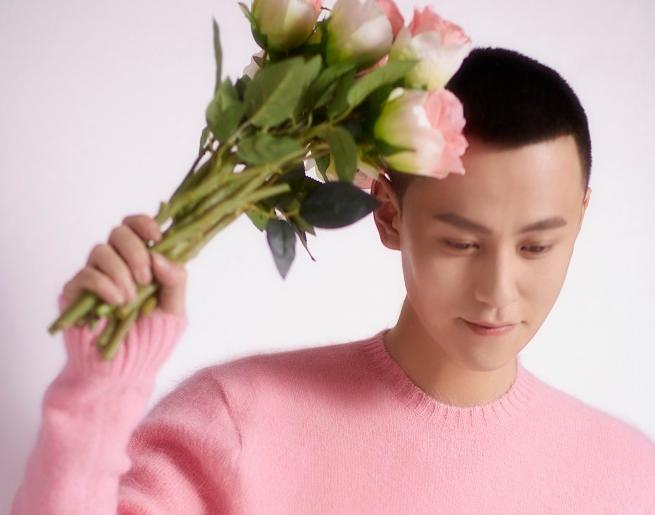 秦俊杰最新大片演绎花儿与少年 展暖男气质