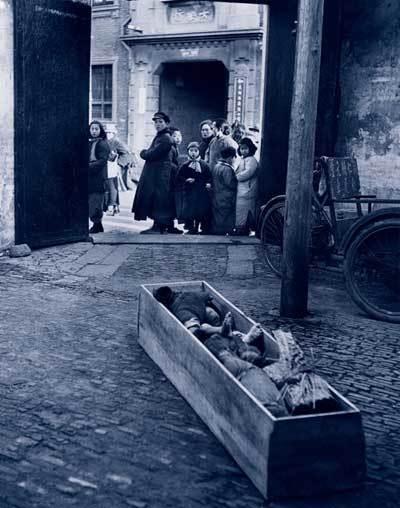 棺材中饿死的孩子:内战前夜的悲情中国