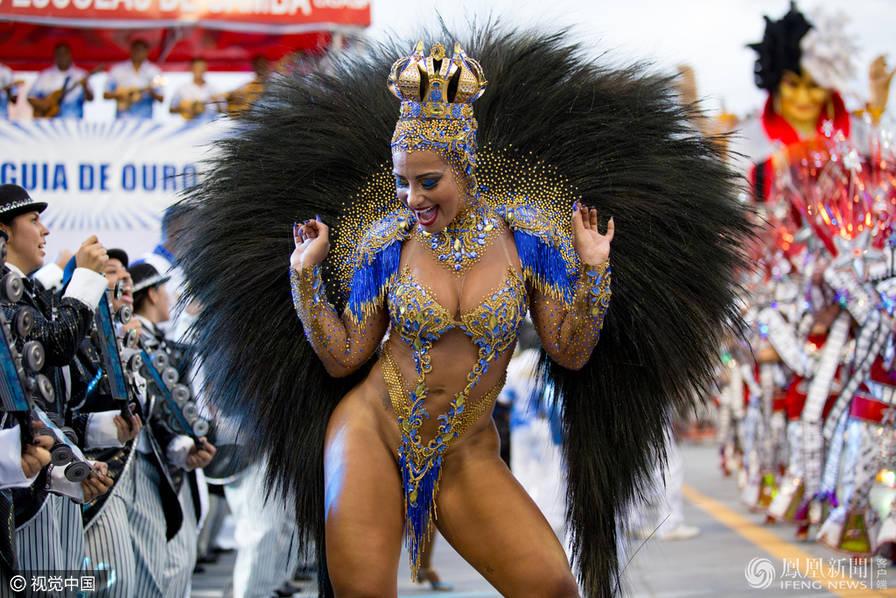 巴西狂欢节游行 场面热辣吸睛