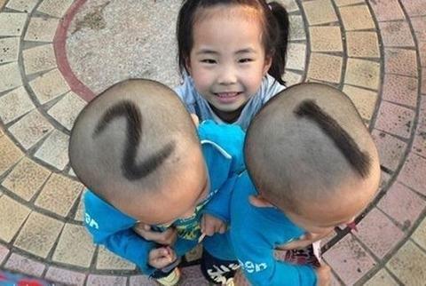 爆笑!家长竟这样分辨双胞胎