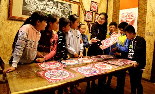传承剪纸文化