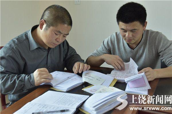鄱阳县巡察组工作人员对财务原始凭证进行核查