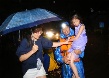 众志成城战洪魔 ——来自婺源防汛救灾一线的报道