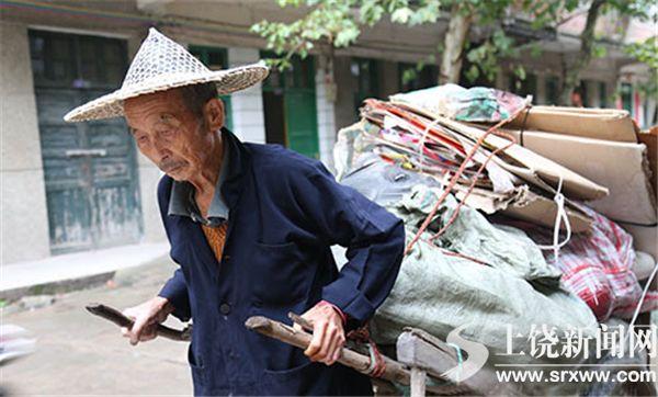 85岁陈德柱拾荒还债 入围全国道德模范候选人