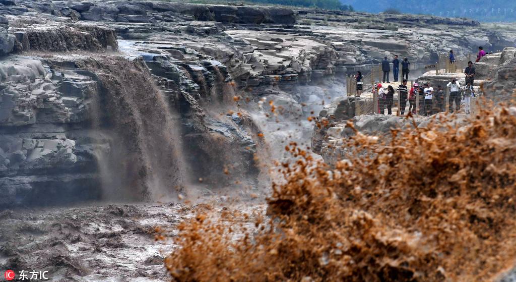 山西吉县:受降雨影响壶口瀑布水量增大 气魄澎湃吸引万千