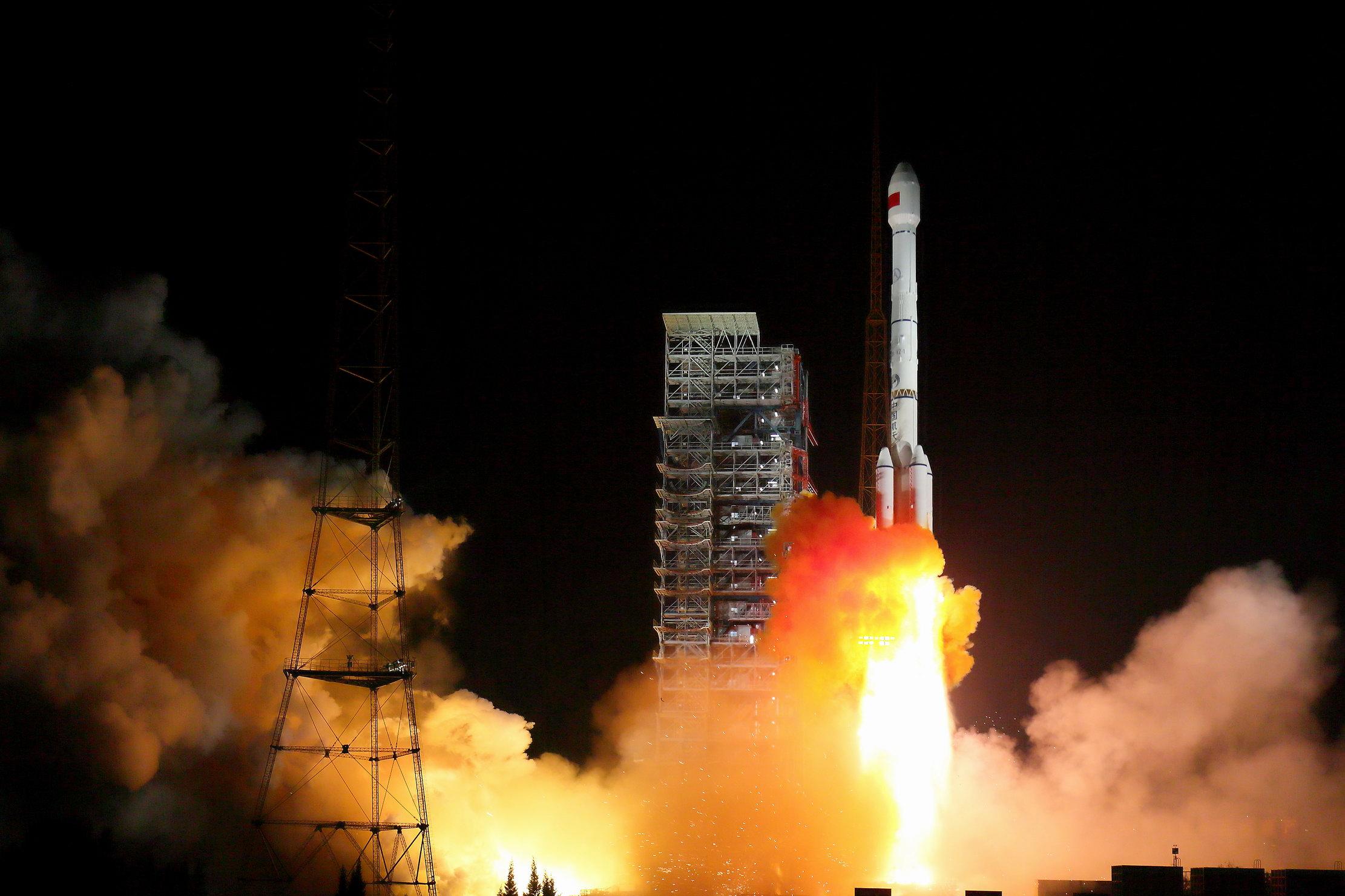 """我国""""一箭双星""""成功发射北斗三号卫星"""