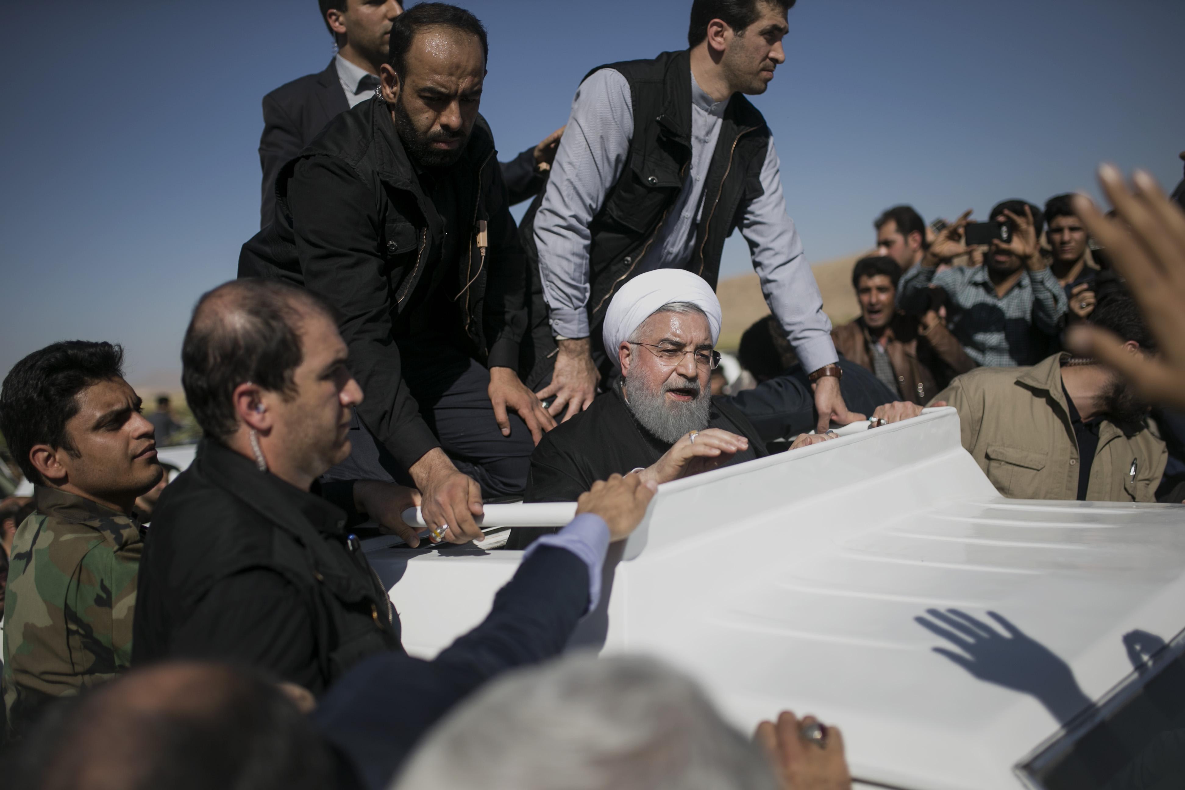 两伊边境地震致伊朗至少445人死亡