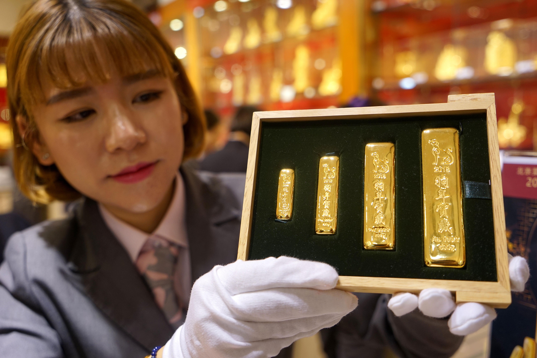 中国金币总公司2018戊戌(狗)年贺岁金条北京首发上市
