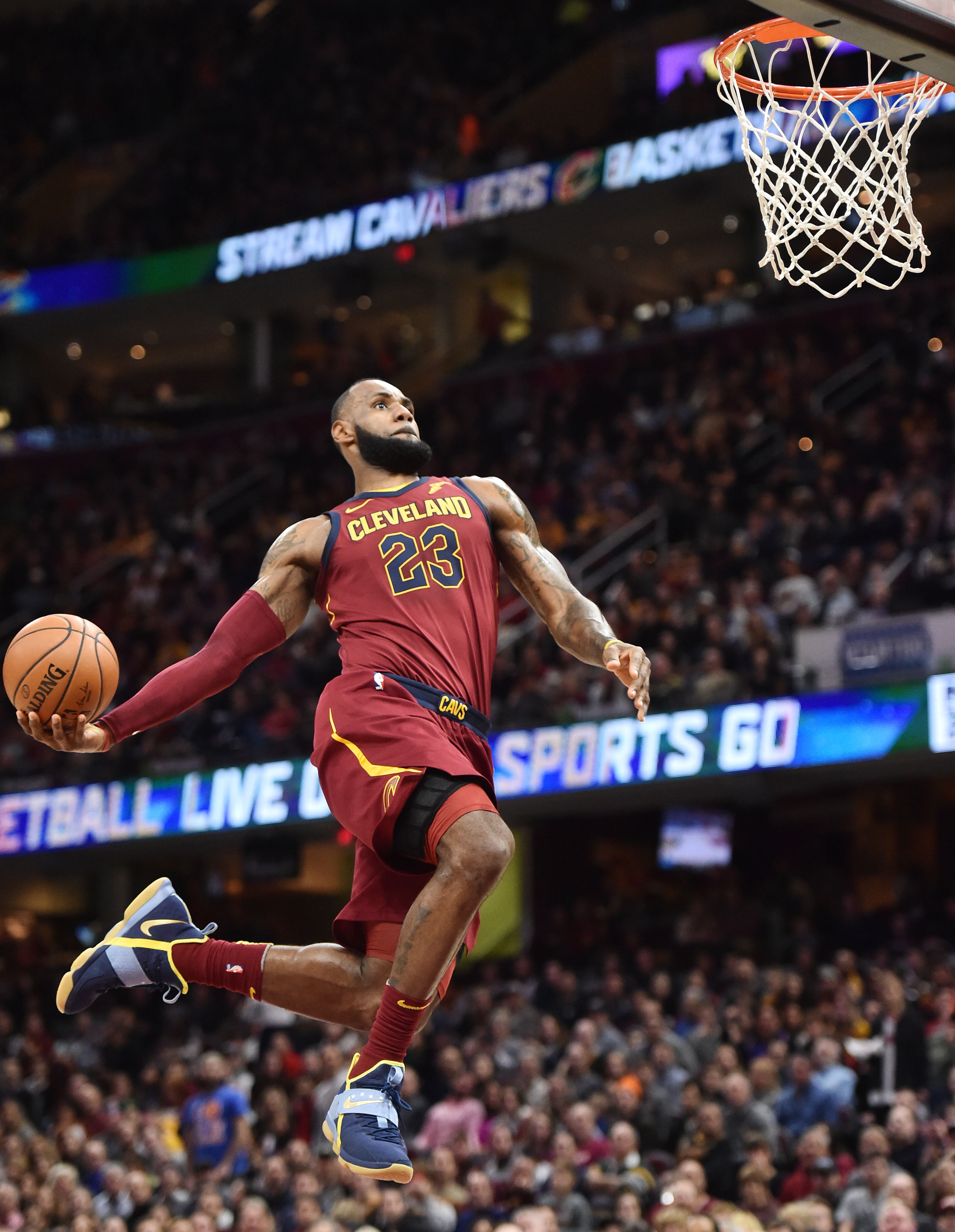 NBA常规赛:骑士胜网队