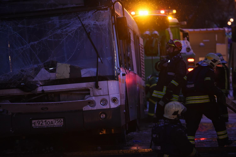 莫斯科一公交车冲入地下通道致5人死亡