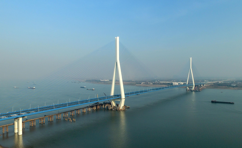 武汉沌口长江大桥实现通车运营