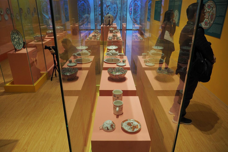 从粤东磁厂看香港彩瓷艺术90年