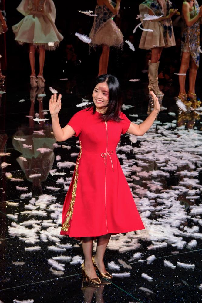 巴黎时装周:中国设计师郭培发布春夏高级定制新品