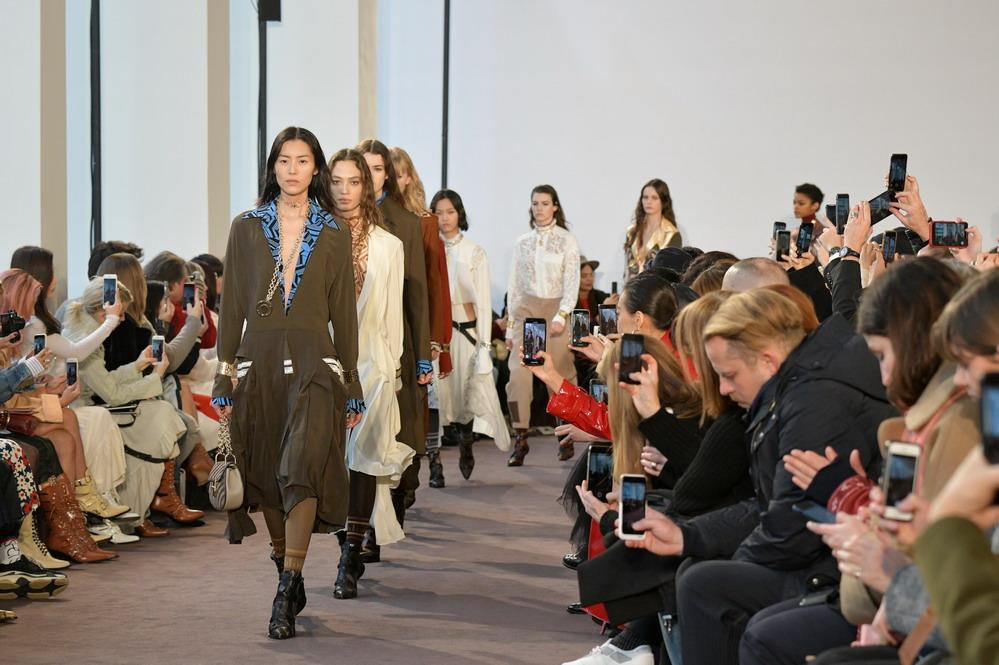 巴黎时装周:蔻依发布秋冬女装成衣新品