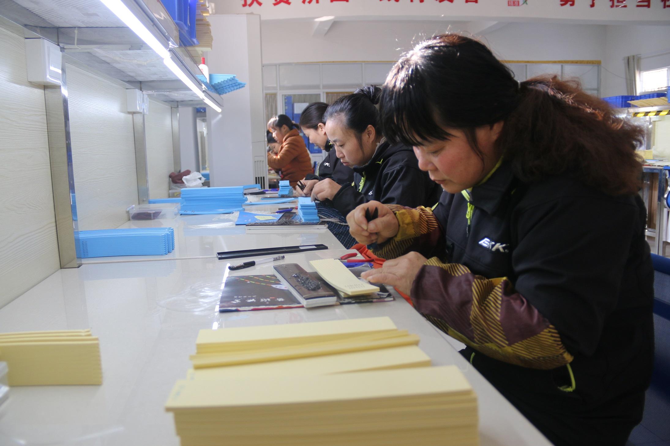 鄱阳县吸纳当地建档立卡贫困户就业