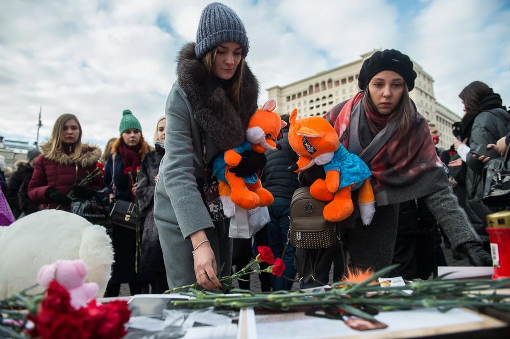 俄罗斯民众悼念克麦罗沃火灾遇难者
