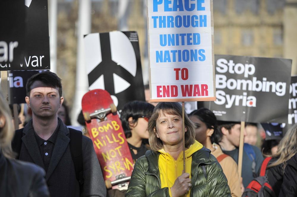 英国伦敦举行反战游行