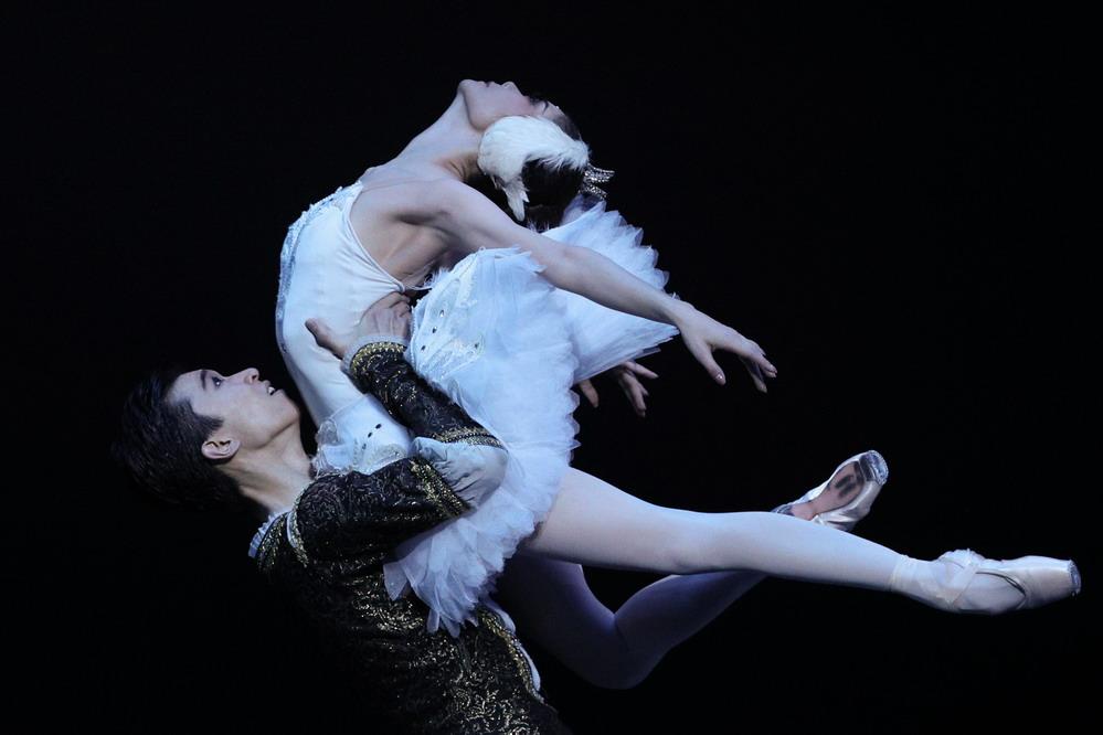 中芭纪念《天鹅湖》中国首演60周年演出在北京举行