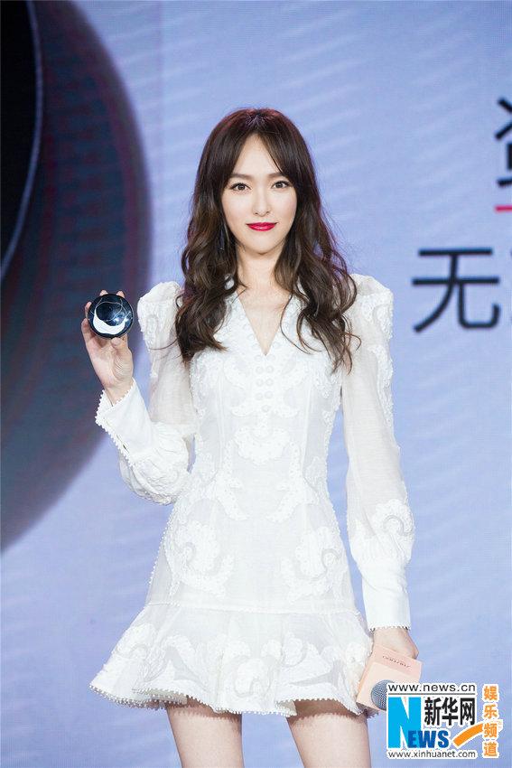 唐嫣亮相品牌活动 短裙可爱造型甜美