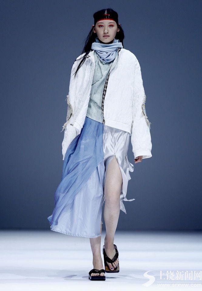 四川师范大学服装与设计艺术学院在京举行时装发布会