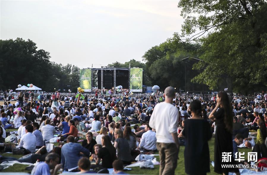纽约爱乐乐团在中央公园举行露天音乐会