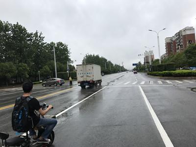 志敏大道一路口人车混行 市民望设红绿灯