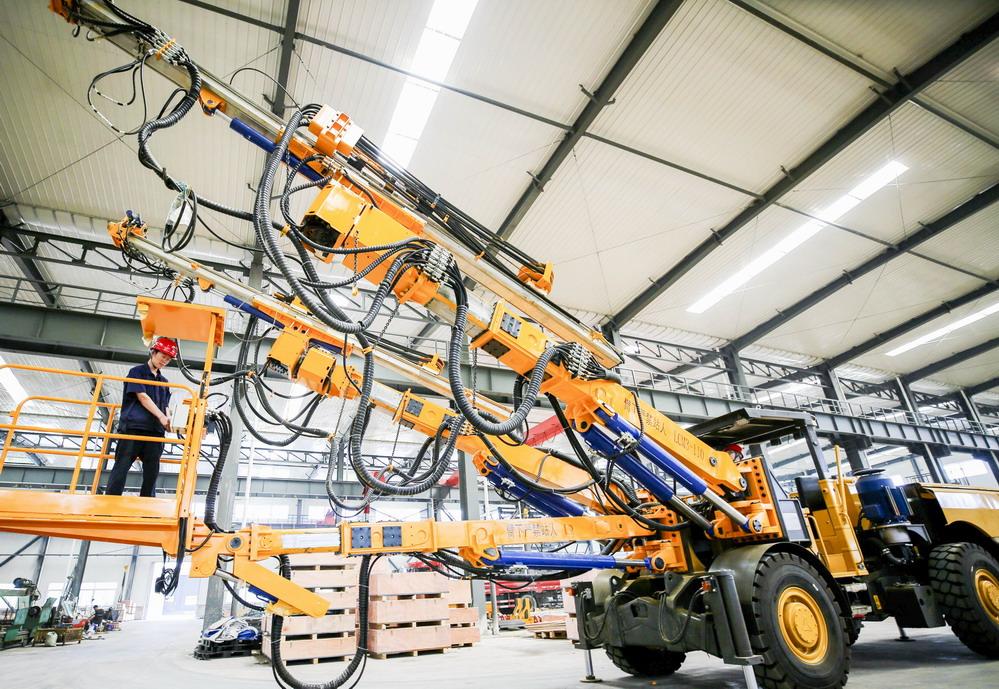 两臂轮式隧道锚杆台车在河北投入规模化生产