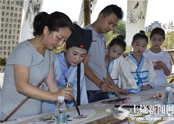 鄱阳暑期开展荷花文化教育活动