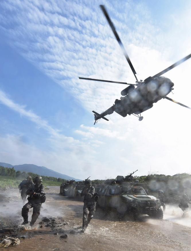 """打造新型""""陆战铁拳""""——第78集团军某合成旅一营向""""新型"""