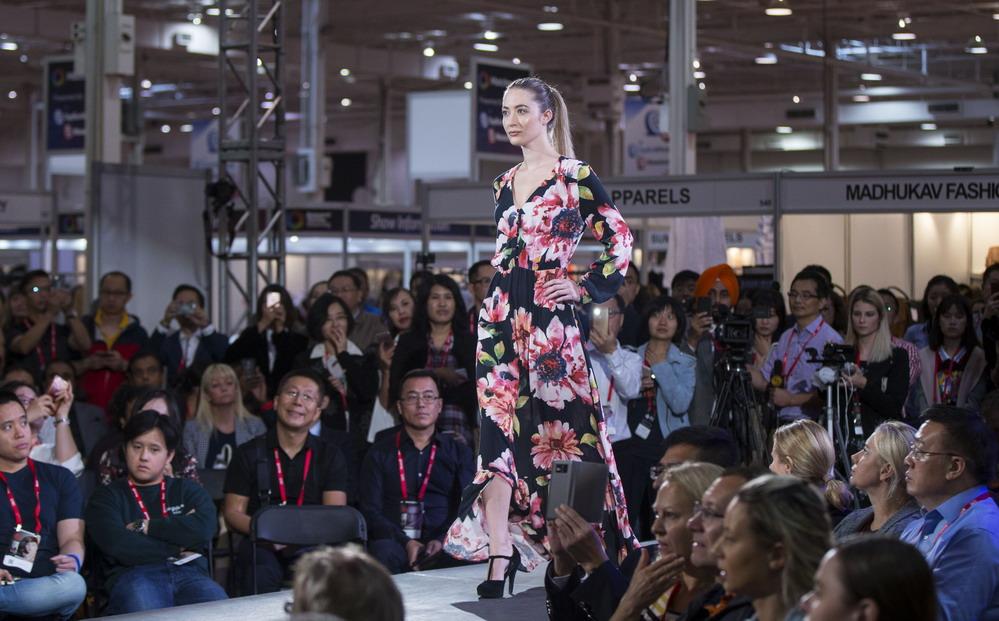 中国品牌时装亮相加拿大国际服装纺织品采购展