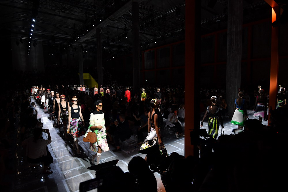 米兰时装周:普拉达发布2019春夏新品