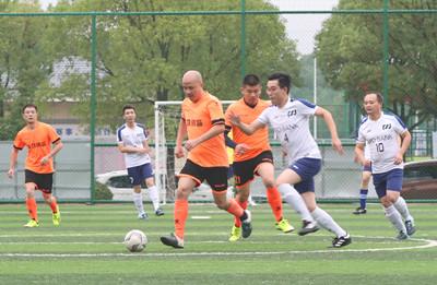 2018年上饶市银行业足球赛在饶城奥体中心开赛