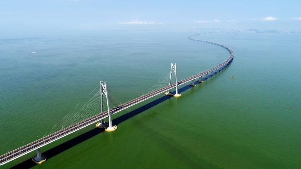 一桥越沧海——写在港珠澳大桥开通之际