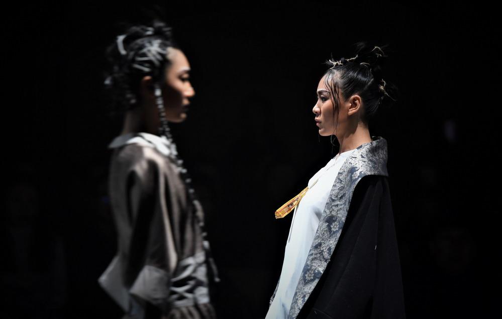 """拉萨举行""""冬游西藏-回到香格里拉""""AJ-NAMO藏装秀"""