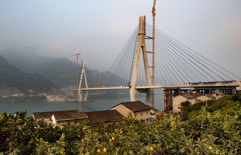 香溪河大桥顺利合龙