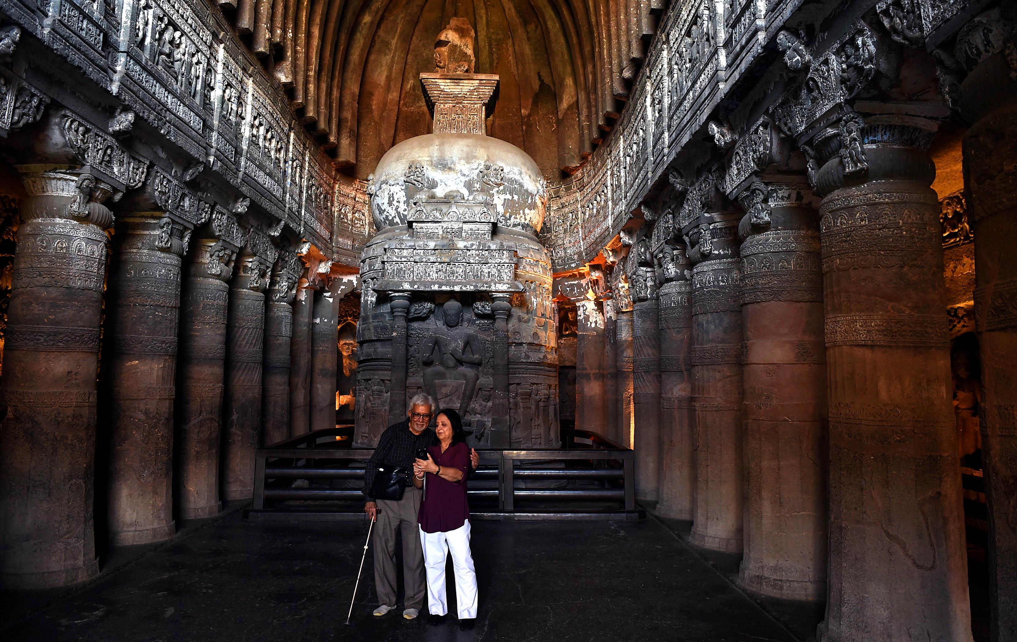 走进印度阿旃陀石窟