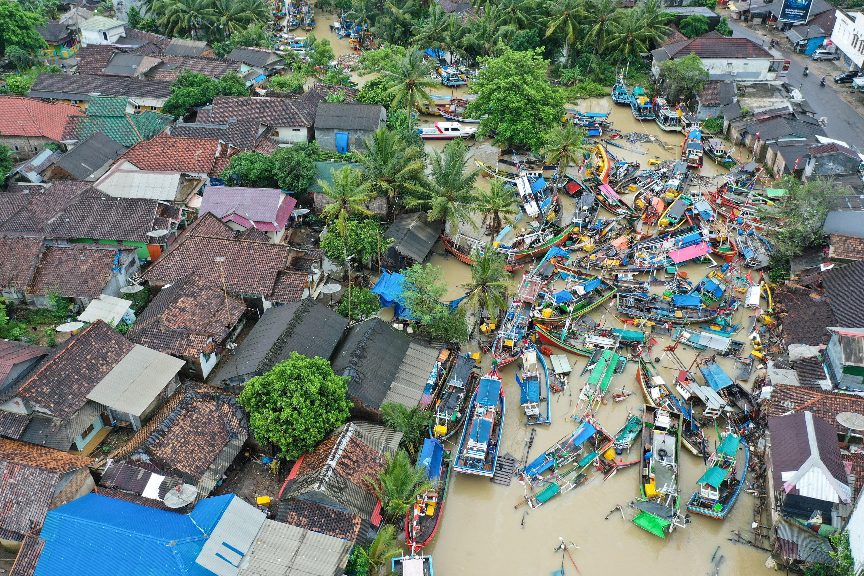 海啸过后的渔村